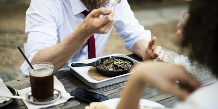 4 ventajas de respetar la hora de almuerzo en el trabajo